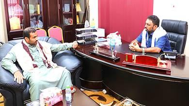 بن حبريش يطلع على قضايا المواطنين في مديريات الصحراء