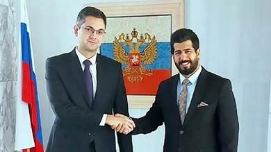 إيلدار قربانوف مع الوزير المفوض لدى سفارة صنعاء التابعة للحوثيين، في سوريا رضوان علي الحيمي