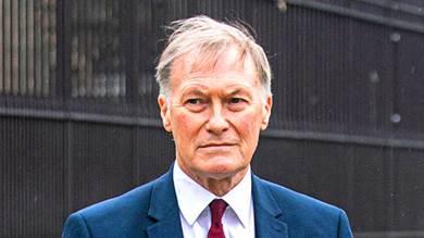 البريطاني السير ديفيد