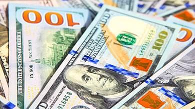 ضغط شديد لشراء العملات الأجنبية في عدن وسط شح في السوق