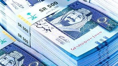الهاربون من مأرب يرفعون الريال السعودي إلى 500
