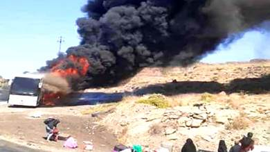 """احتراق باص """"نقل جماعي"""" على خط صنعاء الحديدة"""