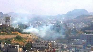قصف حوثي يستهدف حيا سكنيا في مدينة تعز