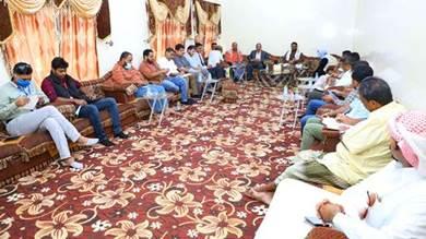 تنسيق بين سلطات المكلا والمنظمات لمعالجة أضرار إعصار شاهين