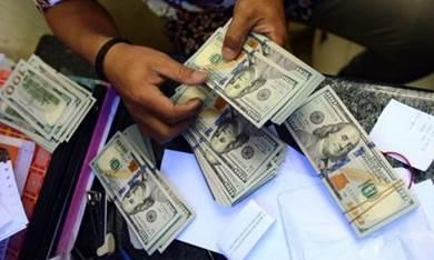 الدولار الأزرق حيلة الحوثيين الجديدة لإغراق الريال