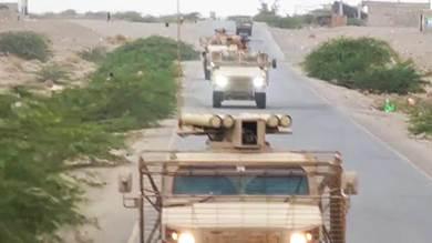"""القوات الإماراتية تغادر معسكر """"العلم"""" بشبوة"""